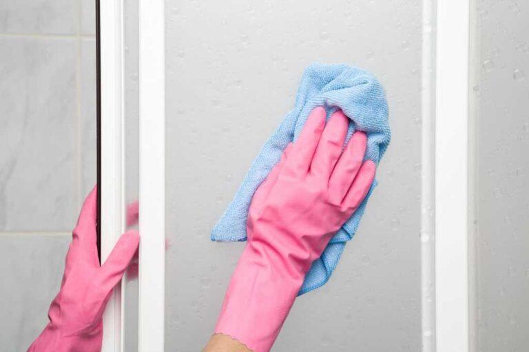 Cómo eliminar la espuma de jabón de la ducha