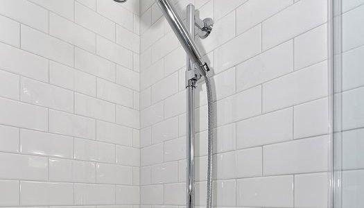 Cómo instalar un cabezal de ducha portátil extraíble